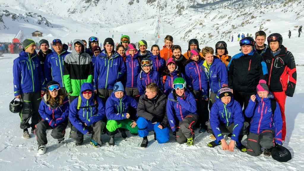 gruppenbild-skischule-sav-neuhausen